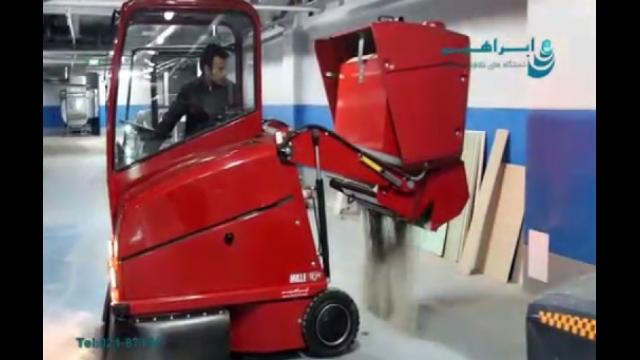 استفاده از سوییپر صنعتی برای نظافت سطوح   -  using industrial sweeper for cleaning floors