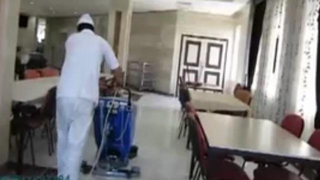 استفاده از اسکرابر در نظافت سالن غذاخوری  - The use of scrubbers to clean the dining hall