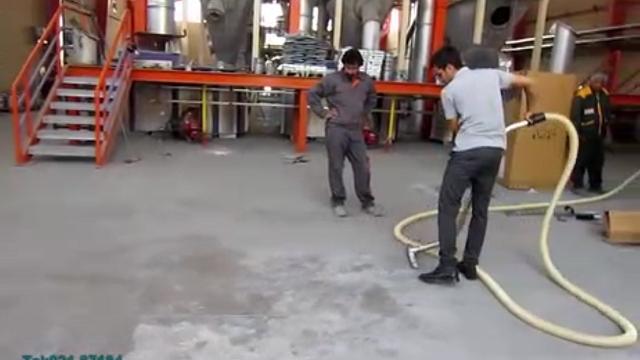 نظافت سطوح کف کارخانه های صنعتی با جاروبرقی  - Vacuum cleaning floor surfaces of industrial plants