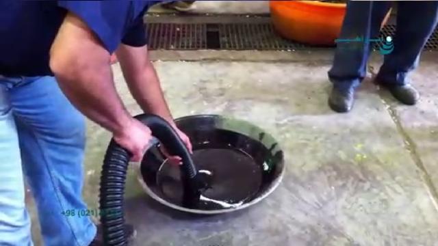 مکش روغن با غلظت بالا توسط مکنده صنعتی تخصصی  -  concentrated oil suction with industrial vacuum cleaner