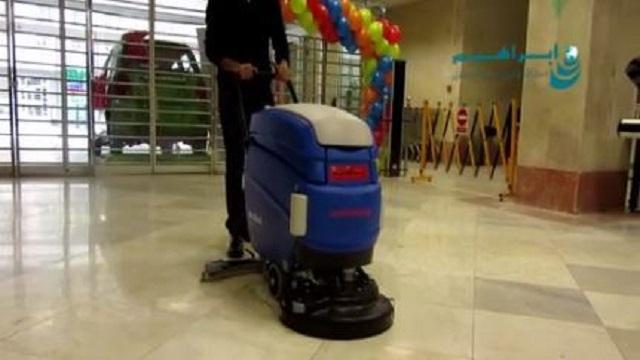 اسکرابر باتری دار برای سهولت در نظافت فروشگاه ها  - Battery-powered scrubber ease cleaning stores
