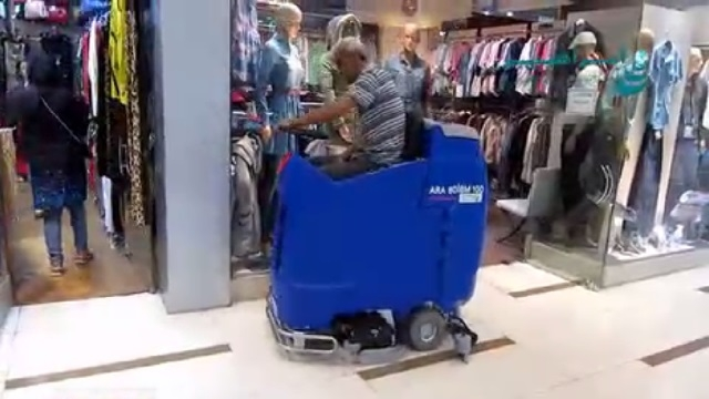 اسکرابر خودرویی و کاربرد آن در شستشوی کف پاساژ  - cleaning the floor of the mall by scrubber dryer