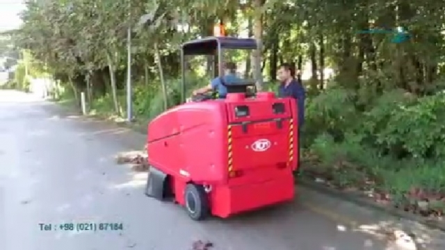 نظافت معابر شهری با سوییپر  - Urban Street Cleaning Sweeper
