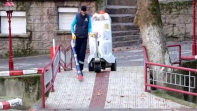 سهولت کار پاک بان برای نظافت شهر با مکنده شهری  - Clean out cleaning urban convenience suckers