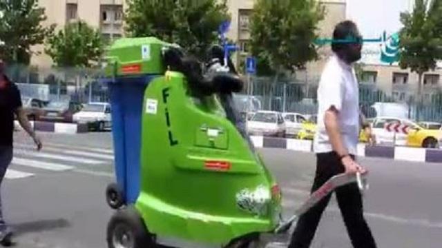 نظافت پارک ها و محوطه بیرونی ساختمان ها توسط جاروی شهری  - Cleaning park outside building sweeper city