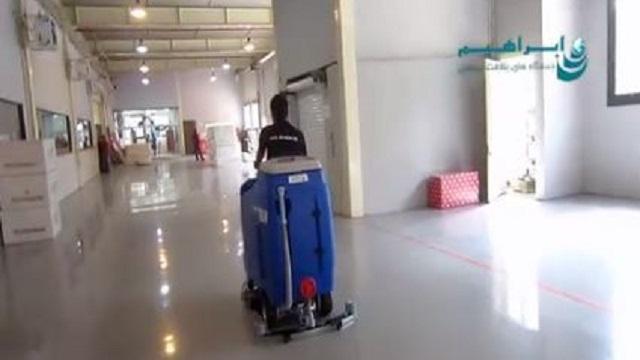 اسکرابر سرنشین دار در نظافت یک مرکز صنعتی  - Automatic Scrubbers cleaning industrial center