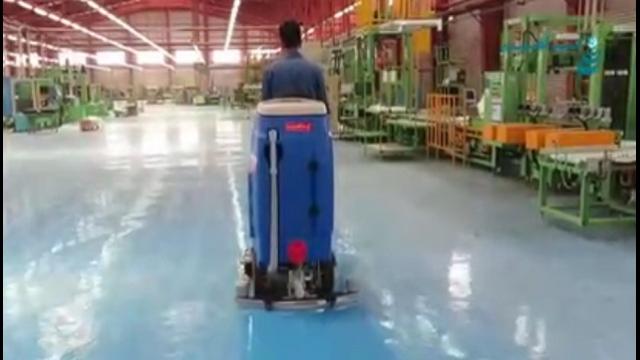 شستن سطوح اپوکسی با اسکرابر  - Epoxy-scrubber-cleaning-surfaces