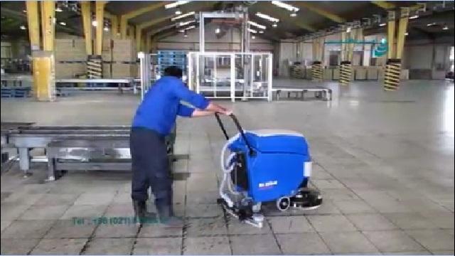 نظافت سالن تولید با اسکرابر  - Clean production hall with scrubbers