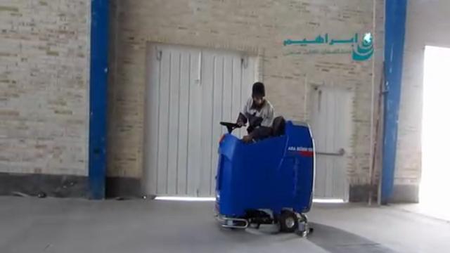 شستشوی سطوح صاف کف در سوله به وسیله اسکرابر سرنشین دار  - Cleaning floor surfaces at sites by ride on scrubber