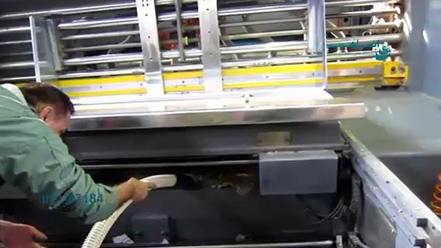 نظافت داخل دستگاه های صنعتی با مکنده  -  Cleaning inside industrial devices with vacuum cleaner