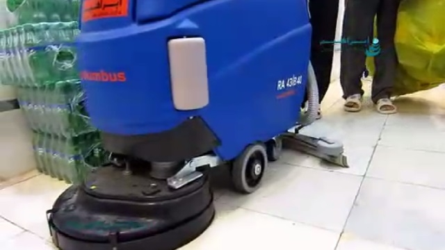 شستن آشپزخانه صنعتی بوسیله دستگاه کفشوی  - cleaning industrial kitchen by scrubber