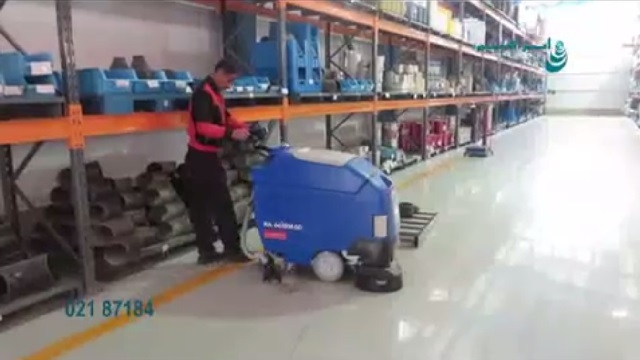 کفشوی انبار قطعات  - cleaning the floor by scrubber dryer
