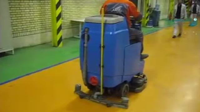 شستشوی کفپوش انبار در محیط های صنعتی بوسیله اسکرابر  - clean the floors in industrial areas by scrubber