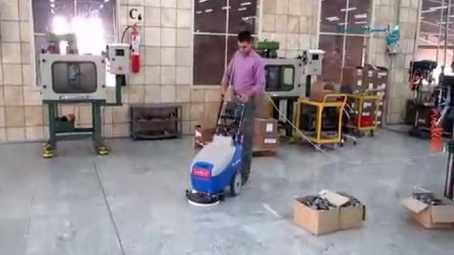 نظافت کف کارگاه صنعتی با اسکرابر دستی  - cleaning workshop floor scrubber