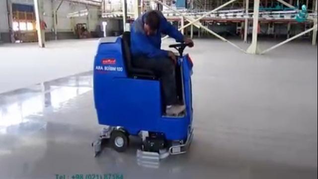 شستشوی با کیفیت سطوح سالن تولید با اسکرابر   - Washing the surfaces of the production hall with scrubbers