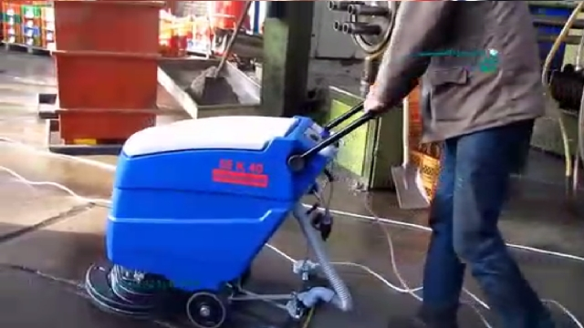 شستشوی کفپوش بتنی کارگاه ها با اسکرابر  - Concrete floor washing of workshops with scrubber