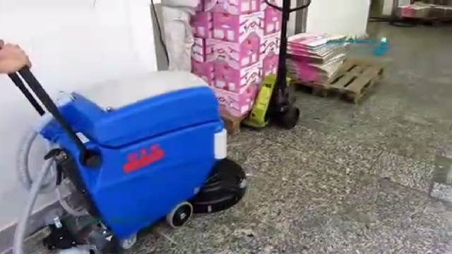 شستشوی کف انبار مواد غذایی با اسکرابر باتری دار  - Wash the food warehouse floor with scrubber