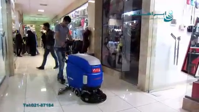 شستشوی کف مرکز خرید با اسکرابر صنعتی  - use a floor scrubber for cleaning the shopping center