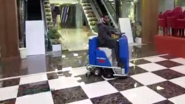 نظافت و زیبا سازی سطوح در مجتمع های تجاری با اسکرابر  - Cleaning and beautification of the commercial complexes with scrubbers
