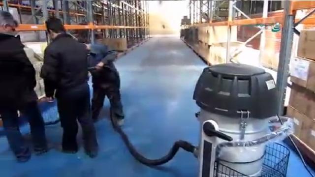 جاروبرقی صنعتی برای نظافت انبار و سوله  - industrial vacuum cleaners for cleaning warehouse and niche