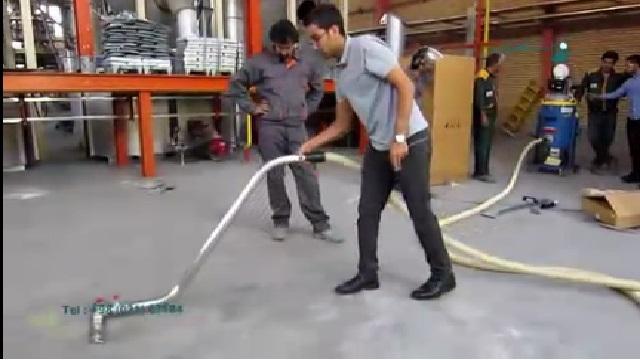 جمع آوری گرد و غبار کارخانه با جاروبرقی صنعتی  - Collecting factory dust with industrial vacuum cleaner