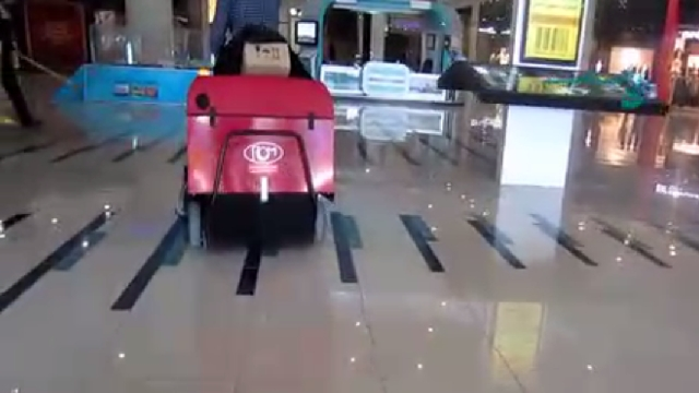 نظافت مجتمع تجاری با سوییپر  - Commercial building cleaning with sweeper