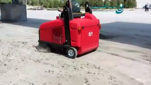 نظافت محوطه کارخانه سیمان با دستگاه سوییپر صنعتی  - Industrial sweeper cleaning cement factory
