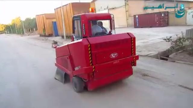 نظافت محوطه های وسیع با سوییپر خودرویی  - Cleaning large areas with ride on sweeper