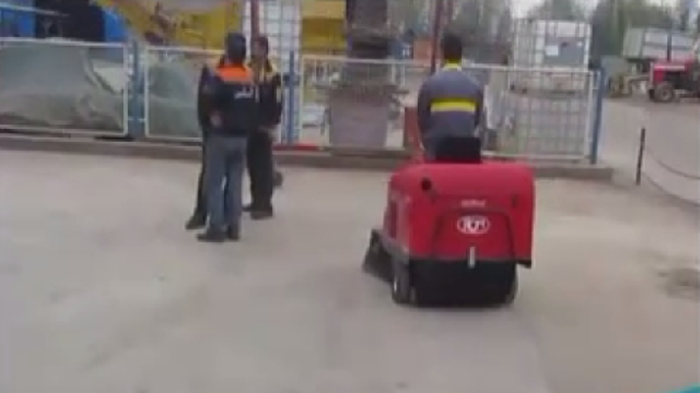 سوییپر محوطه های صنعتی  - Sweeper for facilities