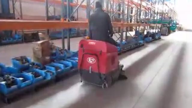 نظافت انبارهای وسیع با سوییپر  - Cleaning large barns sweeper