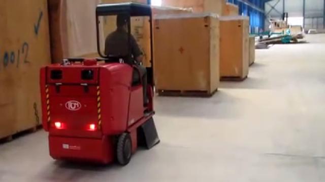 نظافت انبار با سوییپر صنعتی  - Warehouse cleaning sweeper