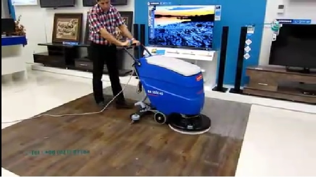 شستشوی سطوح فروشگاه با اسکرابر  - Wash store surfaces with a scrubber