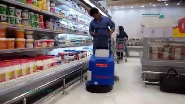 استفاده از اسکرابر برای شستشوی سطوح فروشگاه  - Use scrubber to wash store surface