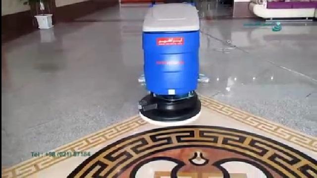 شستشوی سطوح کف لابی با اسکرابر  - Washing the floor surfaces of the lobby with a scrubber