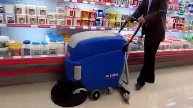 شستشوی سطوح کف در فروشگاه با اسکرابر  - Washing shop floor with scrubber