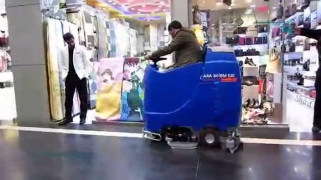 کاربری آسان دستگاه اسکرابر خودرویی  - Easy-to-use ride-on floor scrubber