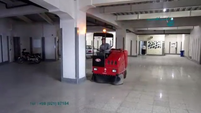 نظافت پارکینگ با سوییپر سرنشین دار  - use a rideon sweeper for cleaning the parking