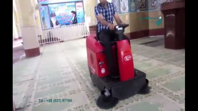 نظافت فرش اماکن مذهبی بوسیله دستگاه سویپر   - cleaninig the carpet of religious places by sweeper machine