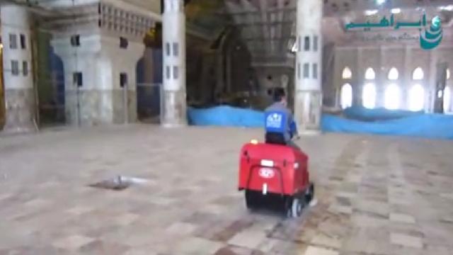 نظافت اماکن وسیع با دستگاه سوییپر  - cleaning large areas with sweeper