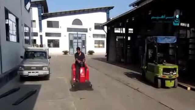 جمع آوری گرد و خاک محوطه با سوییپر  - Collecting dust yards with sweeper