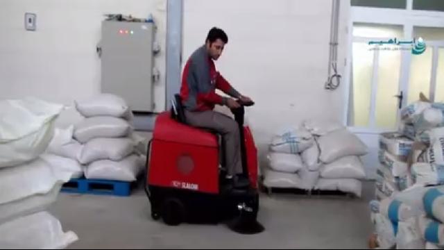 سوییپر ابزاری کارآمد برای نظافت انبار و سوله  - Sweeper efficient tool for cleaning barns and sheds