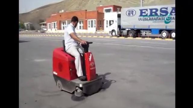 نظافت محوطه باز پایانه ها با سوییپر  - Terminals outdoor cleaning with sweeper