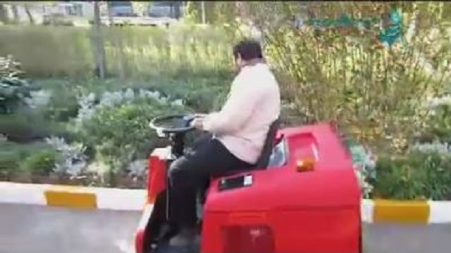 نظافت سریع پارک ها و پیاده رو ها با سوییپر  - Fast cleaning parks sidewalks sweeper