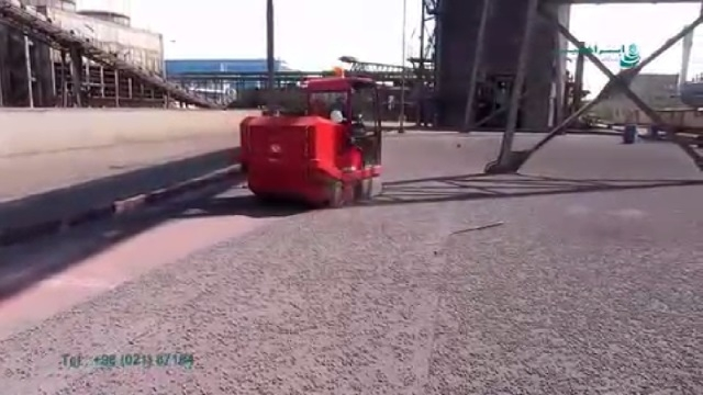 نظافت محوطه کارخانجات صنعتی بوسیله سوییپر خودرویی  - Cleaning the industrial area by a ride-on sweeper