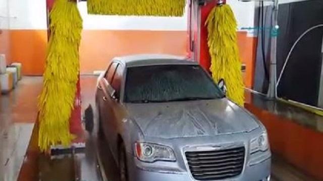 شستشوی رینگ خودرو در کارواش اتوماتیک  - Automatic car wash cleaning car rims
