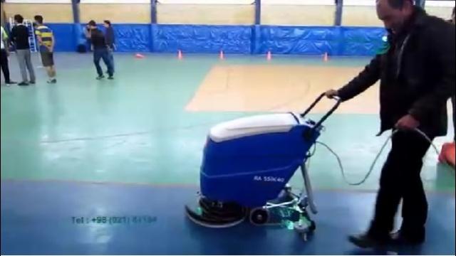 شستشوی سطوح در سالن های ورزشی با اسکرابر  - Wash surfaces in sports halls with scrubbers