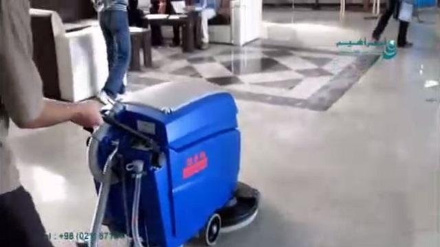 کاربرد اسکرابر دستی جهت شستشوی کف زمین در مراکز اداری  - Application of manual scrubber for washing the ground floor in the center of Edera